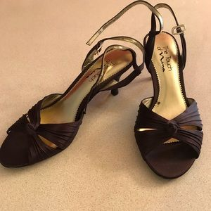 The Touch of Nina brown dress heel Size 8.5